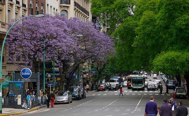 640px-Buenos_Aires_-_Avenida_Santa_Fe_entre_Maipú_y_Esmeralda