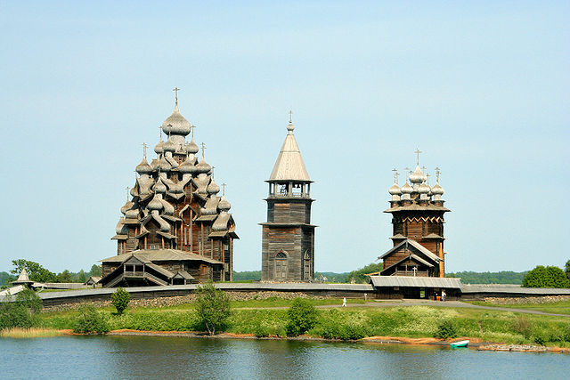 640px-Kizhi_churches