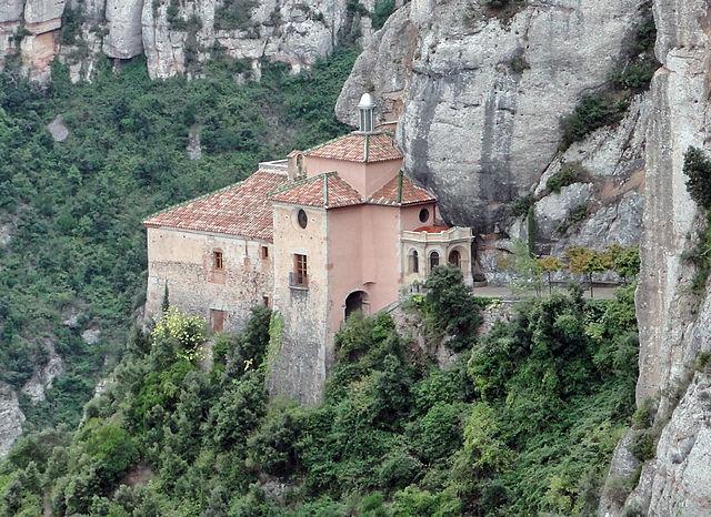 640px-Santa_Cova_Chapel,_Montserrat