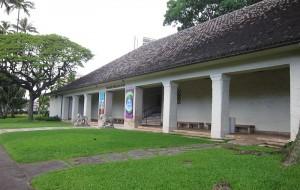 800px-Honolulu_Museum_of_Art_-_entrance_veranda