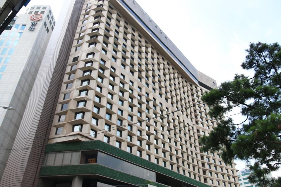 ホテル斜めから
