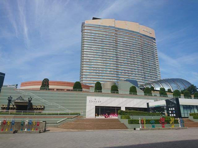 ホテルはヤフオクドームからすぐ。