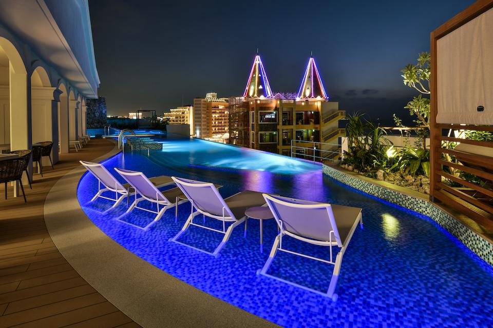 プールからの夜景