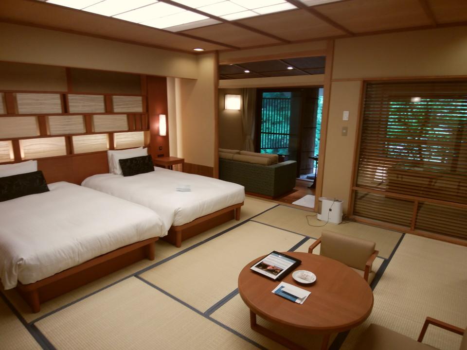 和風ベースの落ち着きのある使い勝手が良いお部屋