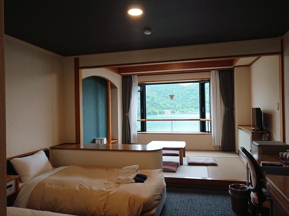 客室全体。中禅寺湖を見渡すことができます