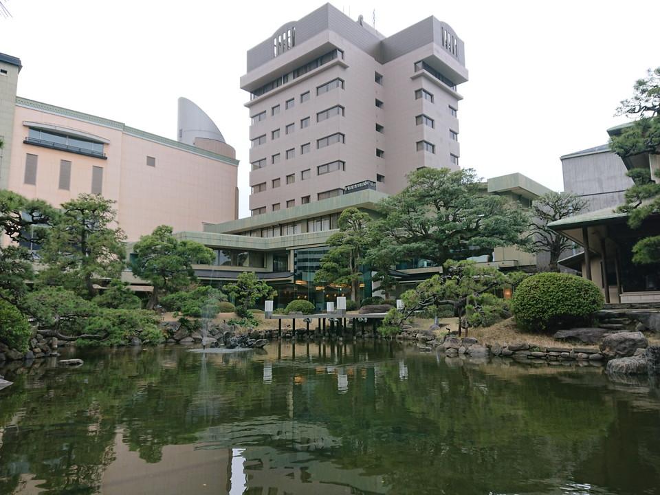 日本庭園からの建物全体