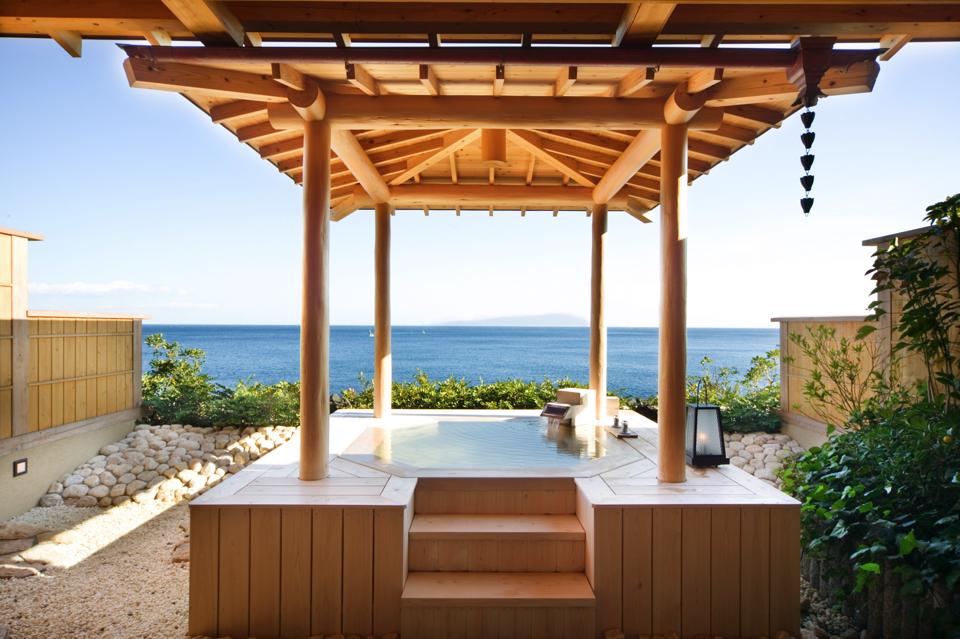 庭園露天風呂付客室「伽羅」